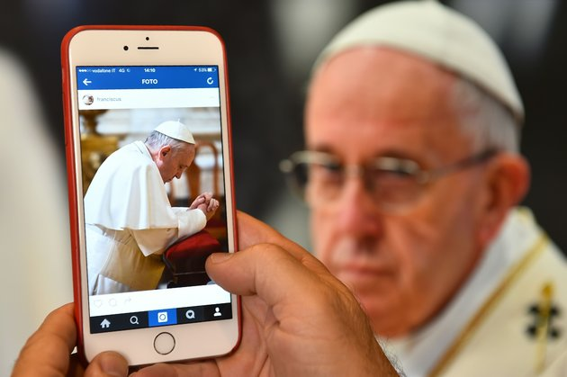 Pope francis now has 5,7M followers on Instagram.